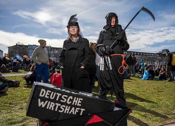 Thomas Lohnes「Coronavirus Skeptics Rally In Kassel」:写真・画像(0)[壁紙.com]