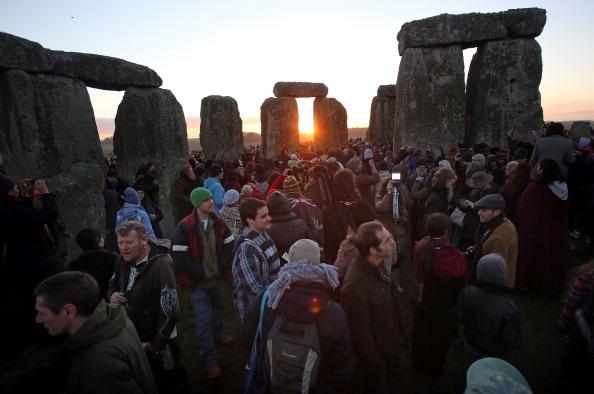 Dawn「Druids Celebrate Winter Solstice At Stonehenge」:写真・画像(17)[壁紙.com]