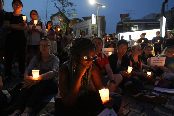 フロリダ州オーランド「South Korean Mourners Remember Victims Of Mass Shooting At Orlando Nightclub」:写真・画像(11)[壁紙.com]