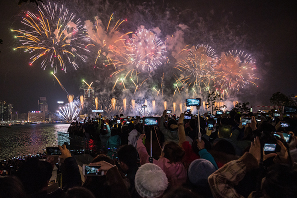 Firework Display「Hong Kongers Countdown To The New Year」:写真・画像(10)[壁紙.com]