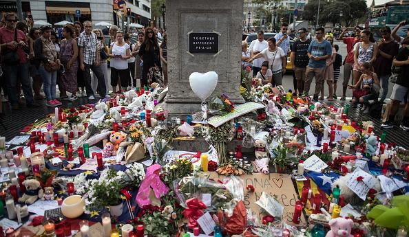 横位置「Aftermath Of The Barcelona Terror Attack」:写真・画像(15)[壁紙.com]