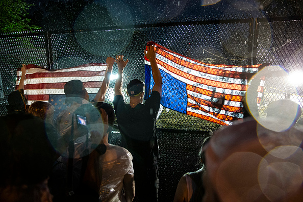 Fence「Protesters Demonstrate In D.C. Against Death Of George Floyd By Police Officer In Minneapolis」:写真・画像(15)[壁紙.com]