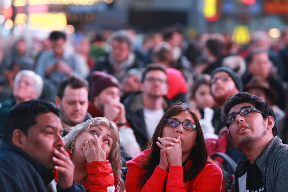 Anticipation「Crowds Gather In New York To Watch Election Results From Across The Country」:写真・画像(6)[壁紙.com]
