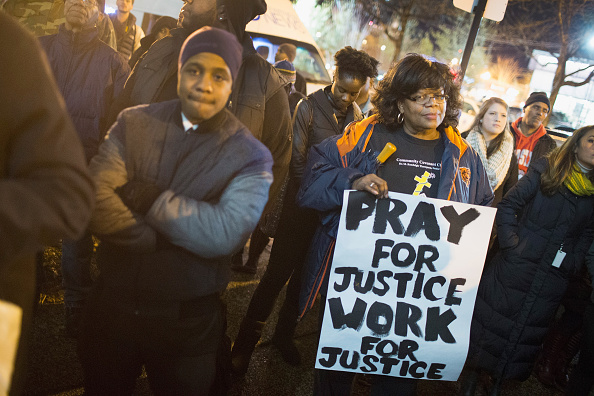 正義「Prayer Vigil For Shooting Victim Laquan McDonald Held At Chicago Police HQ」:写真・画像(16)[壁紙.com]
