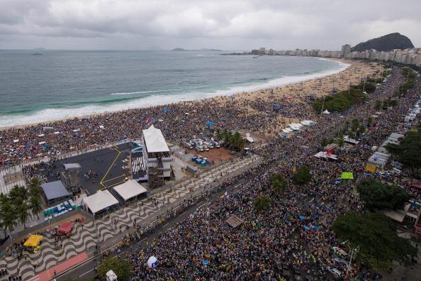 Religious Mass「Pope Francis Celebrates Mass On Copacabana Beach」:写真・画像(0)[壁紙.com]