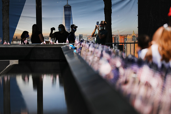Town Square「9/11 Memorial Opens To Family Members Before Public Reopening After Pandemic Shutdown」:写真・画像(17)[壁紙.com]