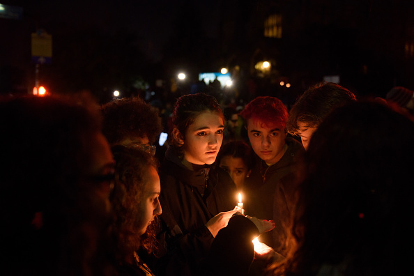Memorial Vigil「Shooter Opens Fire At Pittsburgh Synagogue」:写真・画像(4)[壁紙.com]
