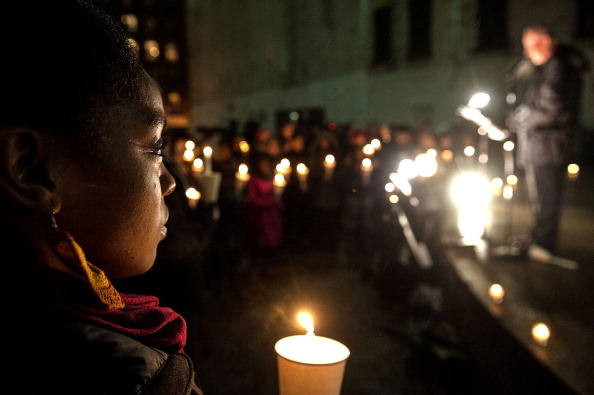 Paying「Candlelight Vigil For Philip Seymour Hoffman」:写真・画像(8)[壁紙.com]