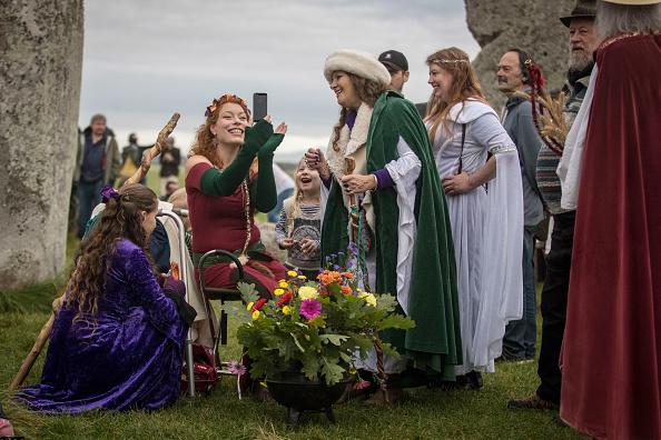 世界遺産「Autumn Equinox Is Celebrated At Stonehenge」:写真・画像(10)[壁紙.com]