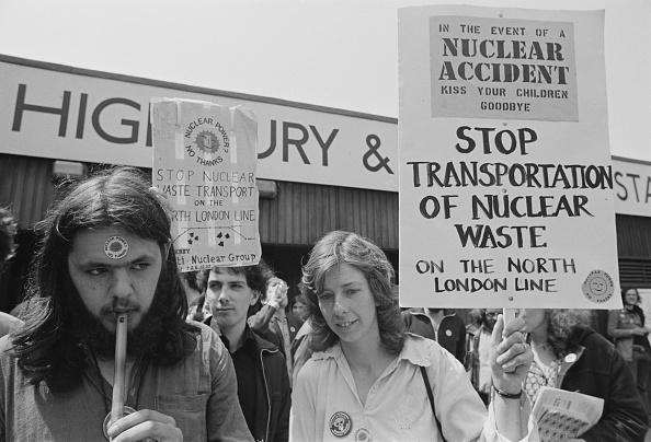 ビジネスと経済「Anti-Nuclear Demo」:写真・画像(12)[壁紙.com]