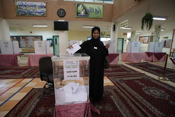 女性「Municipal Elections Are Held Acoss The Kingdom Of Saudi Arabia」:写真・画像(8)[壁紙.com]