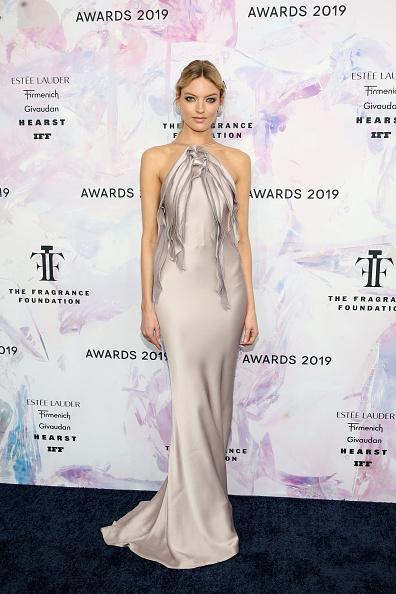 Satin Dress「2019 Fragrance Foundation Awards」:写真・画像(2)[壁紙.com]