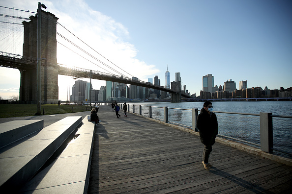 Brooklyn - New York「Coronavirus Pandemic Causes Climate Of Anxiety And Changing Routines In America」:写真・画像(19)[壁紙.com]