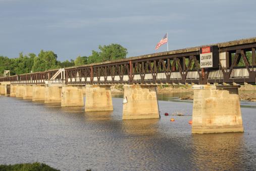 アーカンソー川「歩道橋、アーカンソー川、タルサは、オクラホマ州」:スマホ壁紙(3)