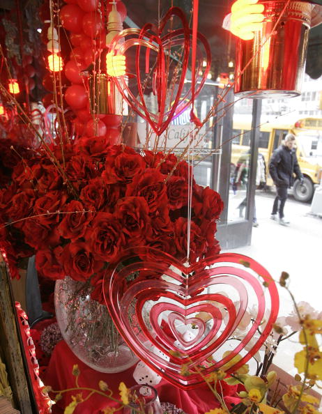 Stephen Rose「Shoppers Prepare For Valentines Day」:写真・画像(8)[壁紙.com]