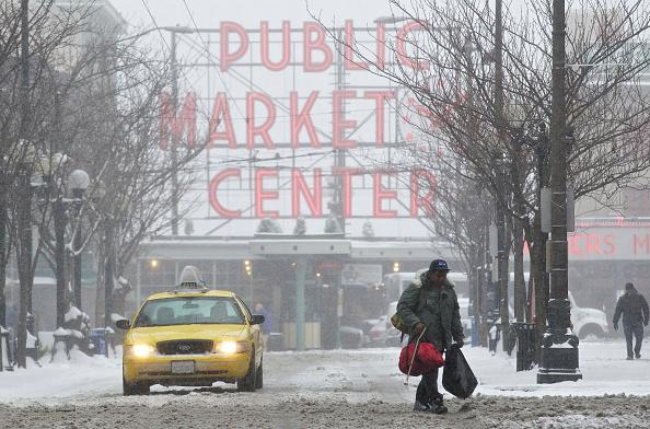 雪「Seattle Area Hit With Snow Storm」:写真・画像(13)[壁紙.com]