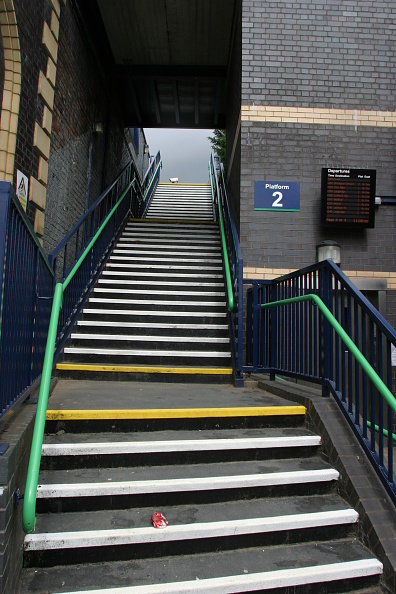 Steps「Pedestrian access staircase at Aston station」:写真・画像(10)[壁紙.com]