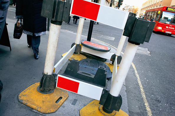 Footpath「Pedestrian access obstructed by roadwork from utility company, UK」:写真・画像(8)[壁紙.com]