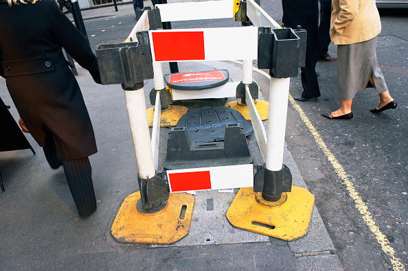 Risk「Pedestrian access obstructed by roadwork from utility company, UK」:写真・画像(6)[壁紙.com]