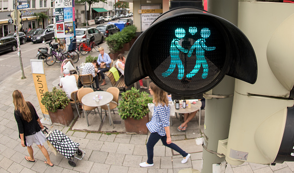 Homosexual Couple「Munich Introduces Homosexual Pedestrian Light Figures」:写真・画像(13)[壁紙.com]