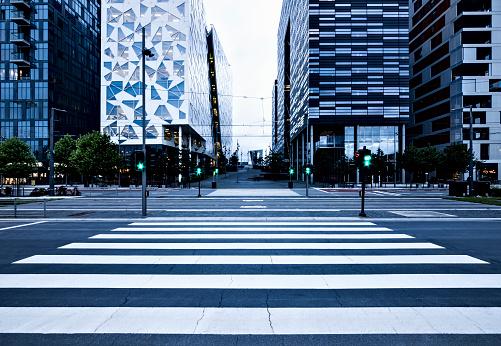 Road Marking「Pedestrian crossing at dusk」:スマホ壁紙(3)
