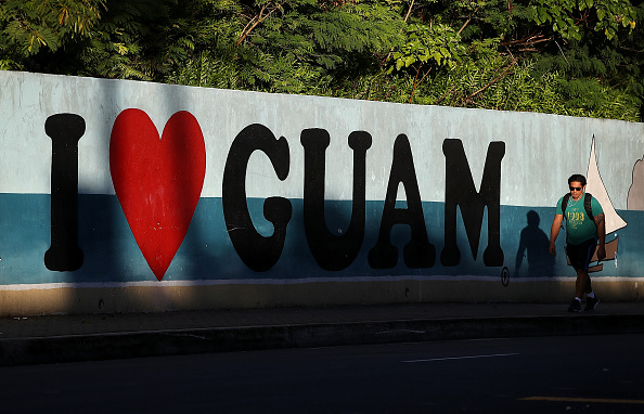 歩く「Guam In Crosshairs Of Showdown With North Korea As President Trump And North Korea Trade Threats」:写真・画像(18)[壁紙.com]