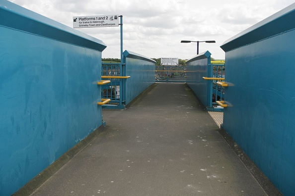 Footbridge「Pedestrian footbridge at Barnetby station」:写真・画像(13)[壁紙.com]