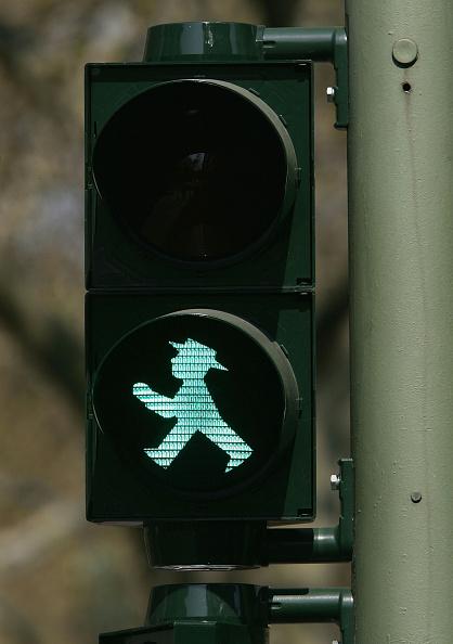 Pedestrian「Legal Battle Emerges Over Stoplight Pedestrian Figure」:写真・画像(14)[壁紙.com]