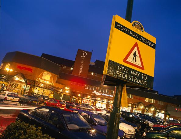 Dawn「Pedestrian warning sign in Fishergate Shopping Centre car park Preston, United Kingdom」:写真・画像(3)[壁紙.com]