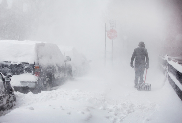 Blizzard「Major Winter Storm Pounds Chicago Area」:写真・画像(1)[壁紙.com]