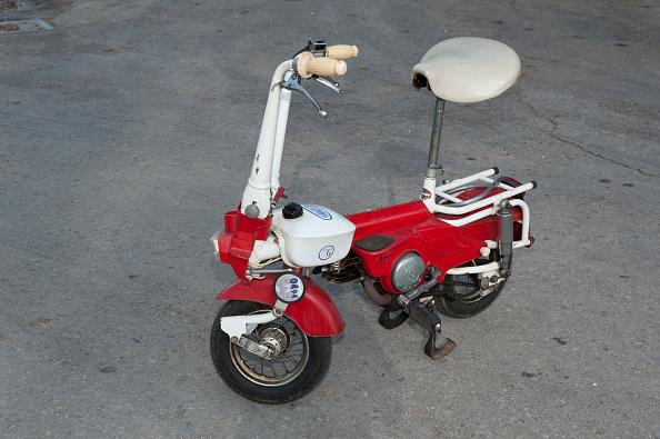 Finance and Economy「1975 Carnielli Fold-Up Moped.」:写真・画像(14)[壁紙.com]