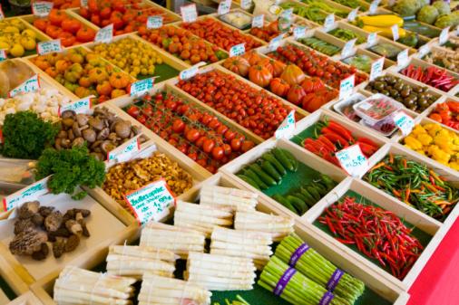 Munich「Fruit and vegetable shop at viktualienmarkt, elevated view」:スマホ壁紙(15)