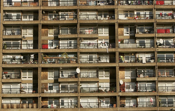 Apartment「Report Reveals Living Standards Of UK Council Estates」:写真・画像(4)[壁紙.com]