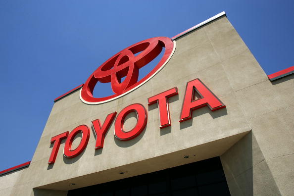 Car Dealership「Toyota Surpasses GM In Sales For First Time」:写真・画像(8)[壁紙.com]