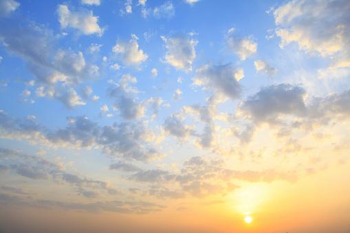 Cumulus Cloud「the sun shining through low cloud」:スマホ壁紙(16)