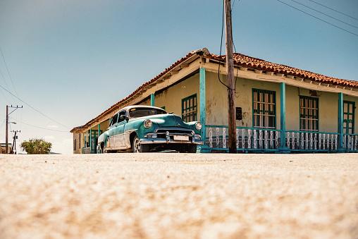 米国硬貨「キューバのコンペティションのための通りの古いグリーン ヴィンテージ車」:スマホ壁紙(12)