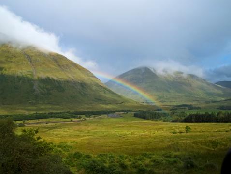 虹「レインボーのスコットランド Cairngom 山脈」:スマホ壁紙(19)