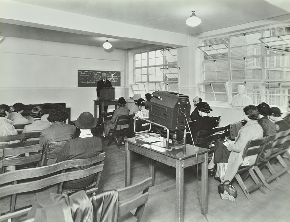 Projection Equipment「Lecture In Progress, City Literary Institute, London, 1939. .」:写真・画像(14)[壁紙.com]