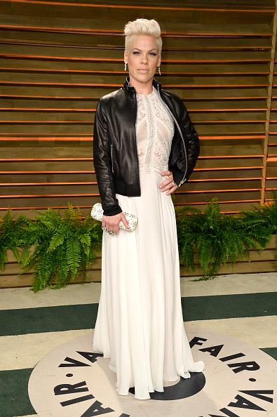 Pink - Singer「2014 Vanity Fair Oscar Party Hosted By Graydon Carter - Arrivals」:写真・画像(14)[壁紙.com]