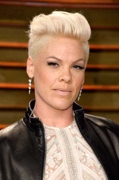 Pink - Singer「2014 Vanity Fair Oscar Party Hosted By Graydon Carter - Arrivals」:写真・画像(11)[壁紙.com]