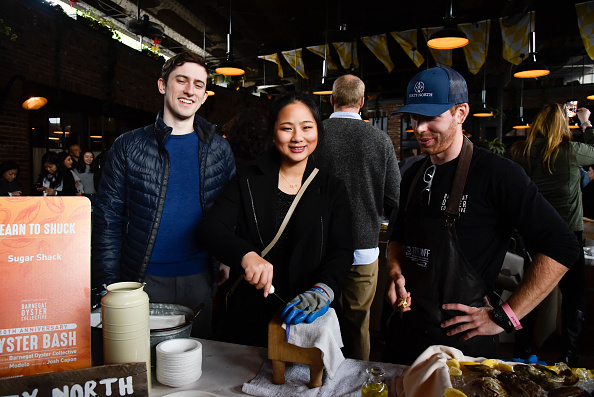 軟体動物「Food Network & Cooking Channel New York City Wine & Food Festival Presented By Capital One ñ Oyster Bash Presented By Barnegat Oyster Collective Sponsored By Modelo Hosted By Josh Capon」:写真・画像(11)[壁紙.com]
