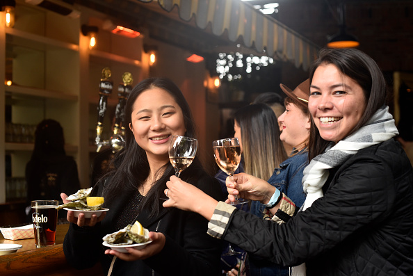 軟体動物「Food Network & Cooking Channel New York City Wine & Food Festival Presented By Capital One ñ Oyster Bash Presented By Barnegat Oyster Collective Sponsored By Modelo Hosted By Josh Capon」:写真・画像(14)[壁紙.com]