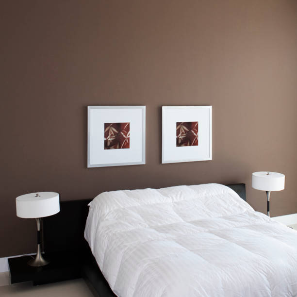 Wall art, lamps and bed in modern bedroom:スマホ壁紙(壁紙.com)