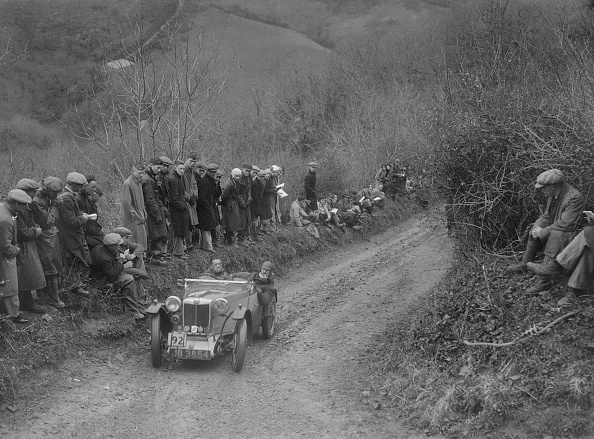 Country Road「MG PA of Jack Bastock of the Cream Cracker Team competing in the MCC Lands End Trial, 1935」:写真・画像(10)[壁紙.com]
