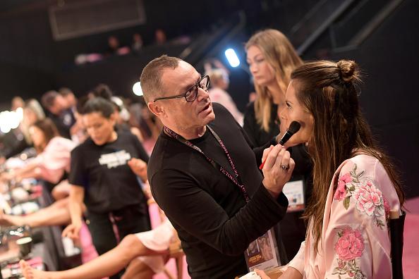 Mercedes-Benz Arena - Shanghai「2017 Victoria's Secret Fashion Show In Shanghai - Hair & Makeup」:写真・画像(3)[壁紙.com]