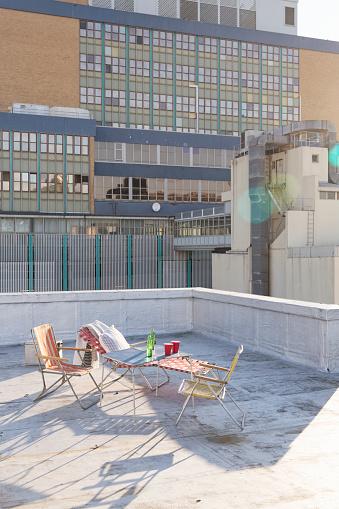 ビール「Folding table and chairs on a rooftop terrace」:スマホ壁紙(18)