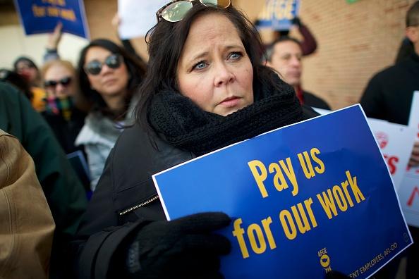 Philadelphia - Pennsylvania「Philadelphia Airport TSA And Airport Workers Rally Against Gov't Shutdown Amid Large Air Traffic Delay Across Northeast」:写真・画像(17)[壁紙.com]