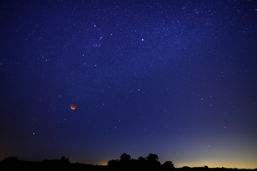 Winter Solstice「A wide field composite showing the moon against the starscape during the 2010 solstice eclipse.」:スマホ壁紙(9)