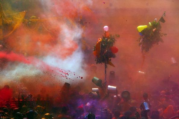 お祭り「Hindu Devotees Celebrate Holi Festival In India」:写真・画像(12)[壁紙.com]