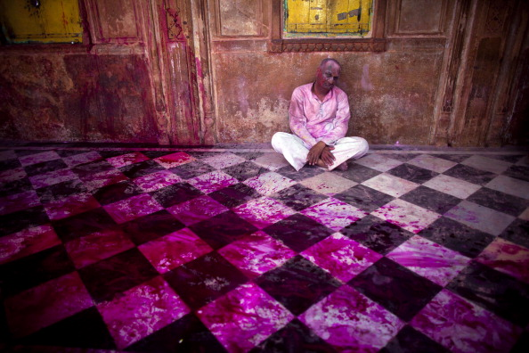 Hinduism「Hindu Devotees Celebrate Holi Festival In India」:写真・画像(3)[壁紙.com]